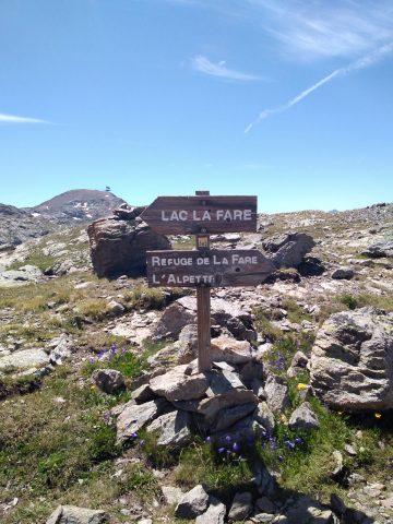 Panneau direction lac ou refuge