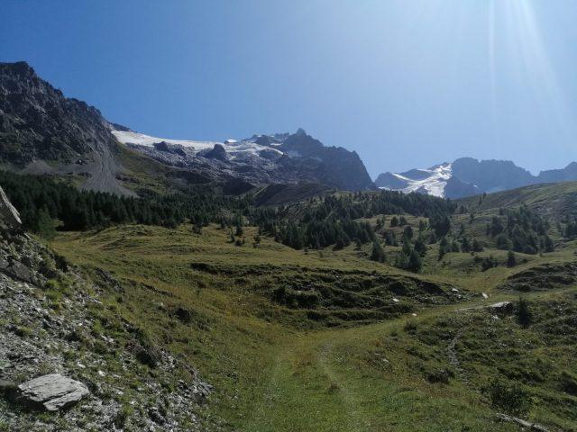 La vue sur le glacier du Tabuchet et la Meije depuis le départ du chemin