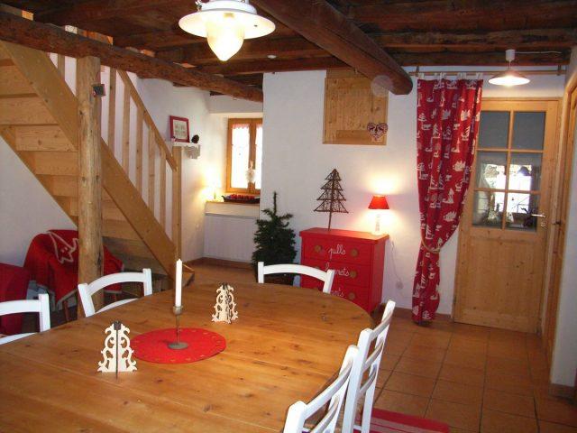 salle à manger de l'appartement «les lutins» à Venosc