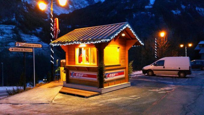 Chalet d'accueil situé place du Téléphérique des Glaciers de la Meije à La Grave