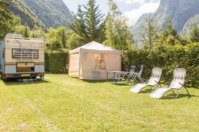 Camping le chateau de rochetaill e le bourg d 39 oisans en - Camping la piscine bourg d oisans ...