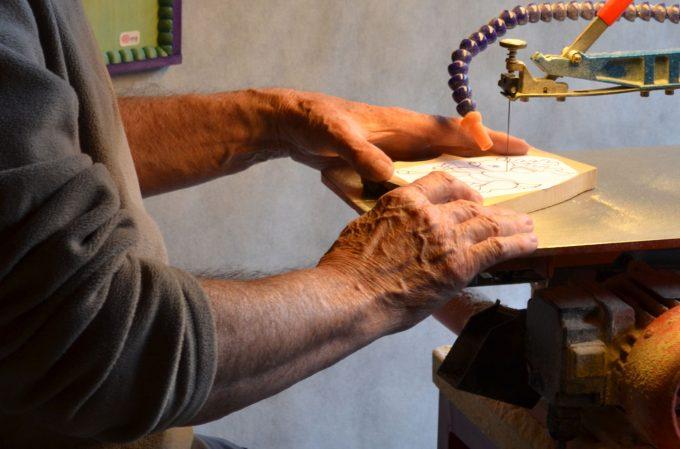 Démonstration de découpe et sculpture sur bois