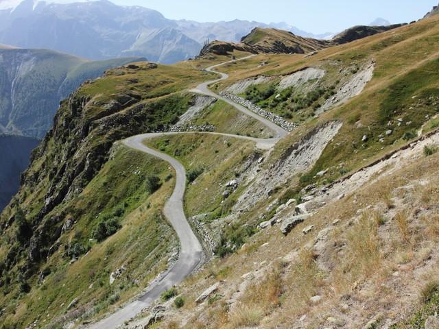 Route d'exception : le Col de Sarenne par la vallée du Ferrand
