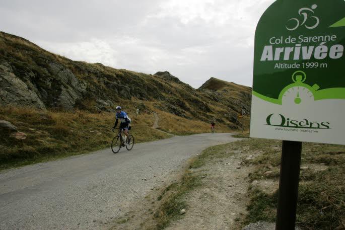 Route d'exception : le Col de Sarenne par la vallée du Ferrand (1)