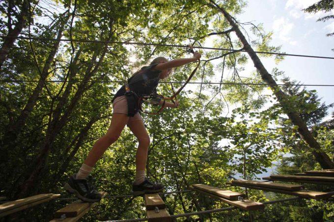 Parc de loisirs en forêt été