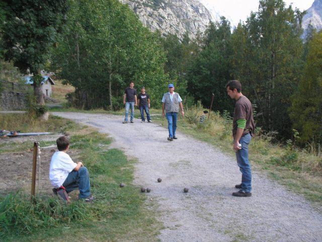 Concours de boules dans le village