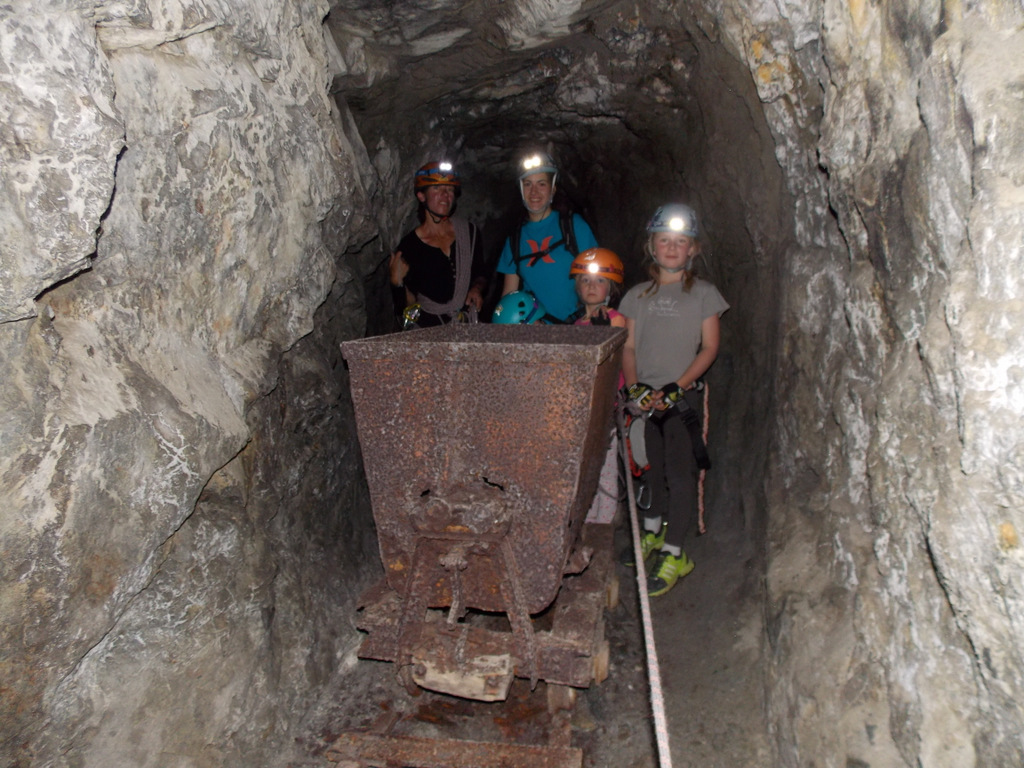Le petit parcours des mines en via cordata, avec Odile monitrice d'escalade