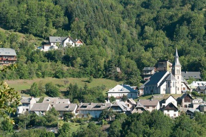 Allemond village