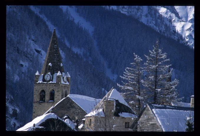 Le village de Villar d'Arène en Hiver