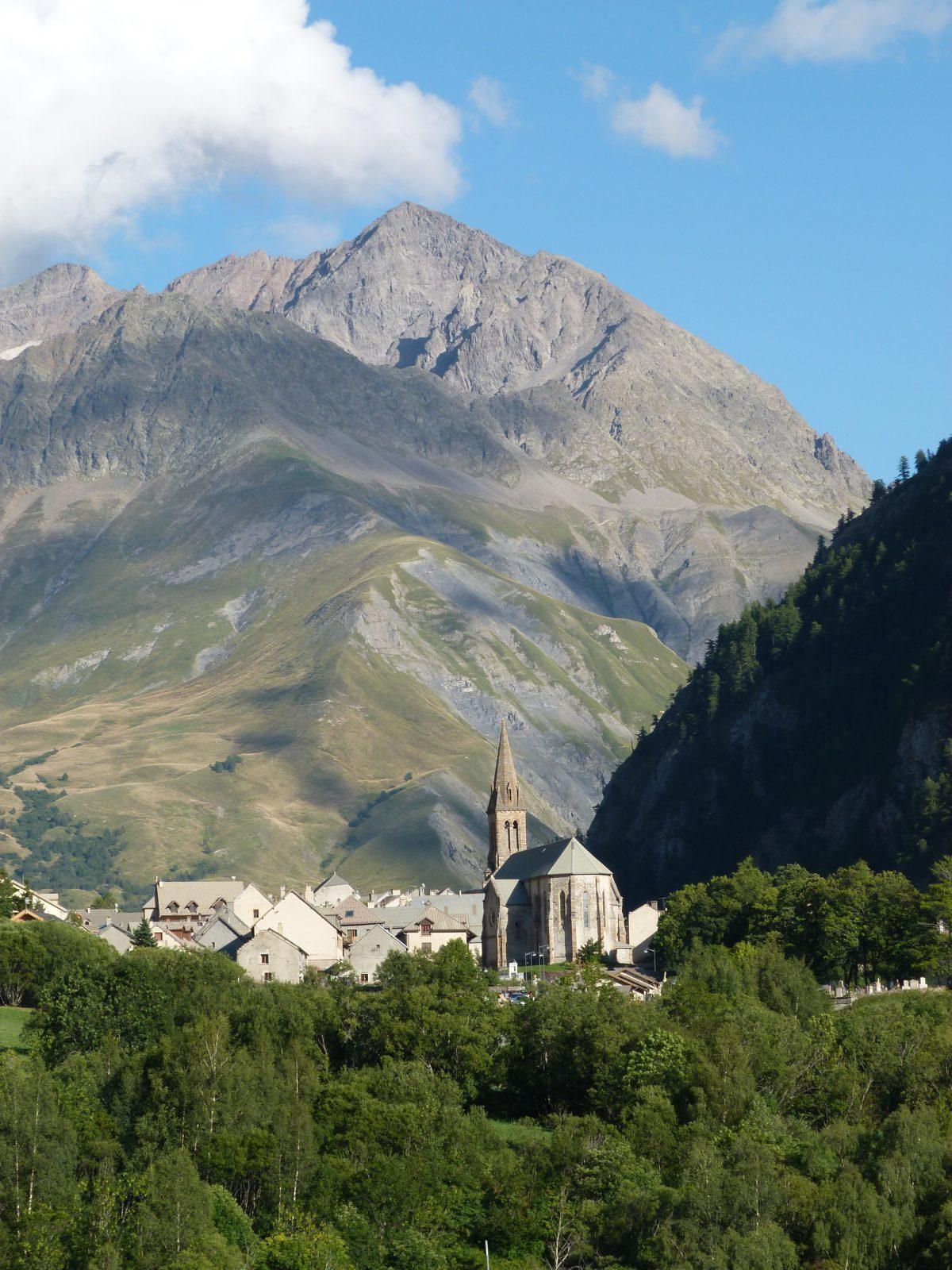 Villar d'Arène et son église