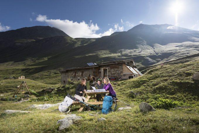 Refuge de la Chamoissière, camp de base pour la randonnée – Villar d'Arène – La Grave