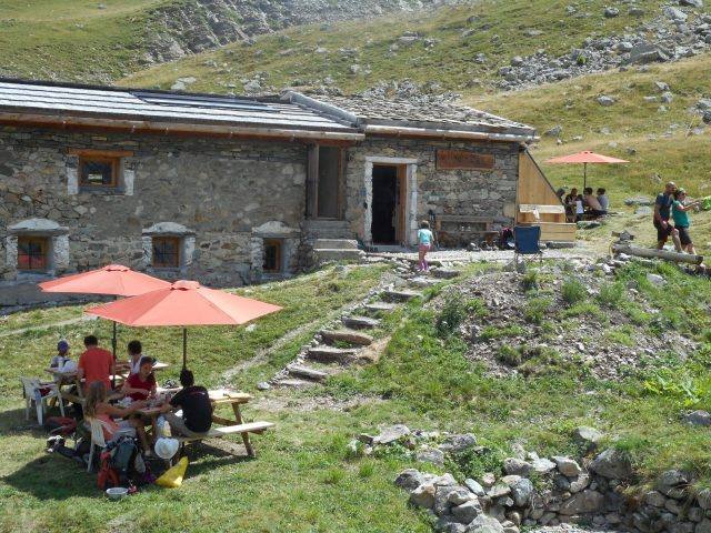 Pause déjeuner au refuge de la Chamoissière – Villar d'Arène – La Grave