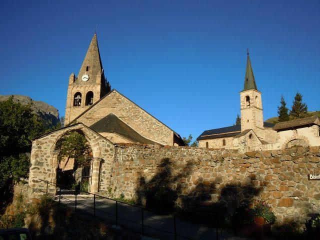 Eglise Notre Dame de l'Assomption et la Chapelle des Pénitents Blancs – La Grave