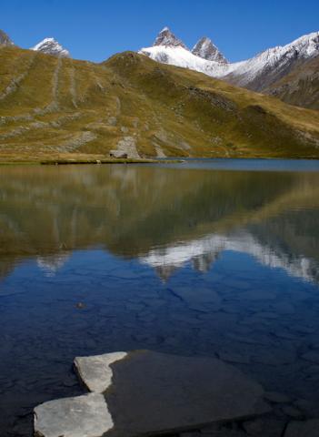 Reflets dans le lac du Goléon – La Grave
