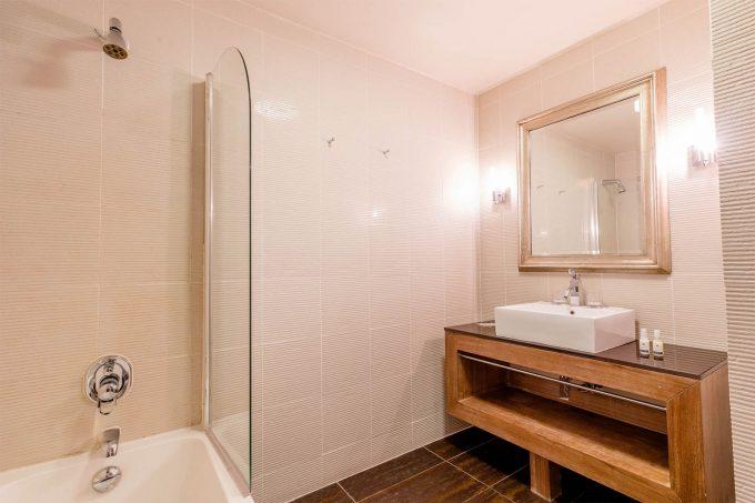 Chambre Famille – salle de bains