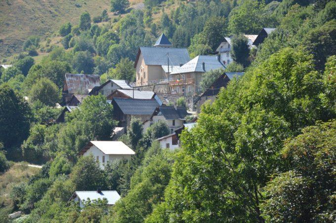 Village d'Oulles vu du sentier