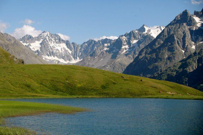 Le lac du Pontet en été côté Lautaret
