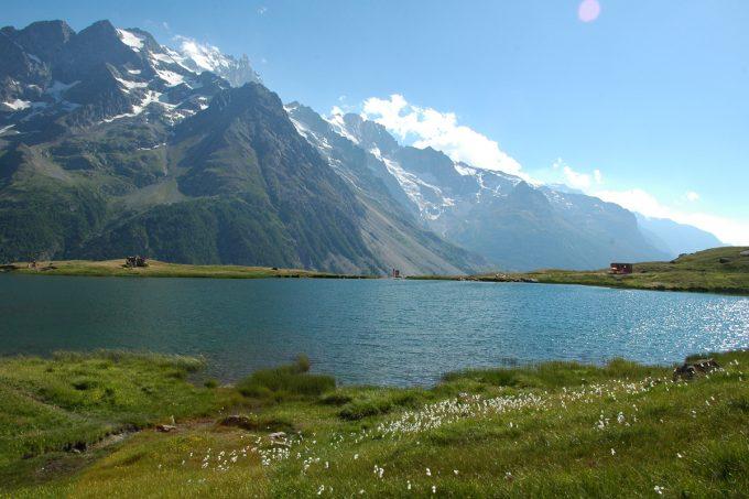 Le lac du Pontet en été côté La Grave